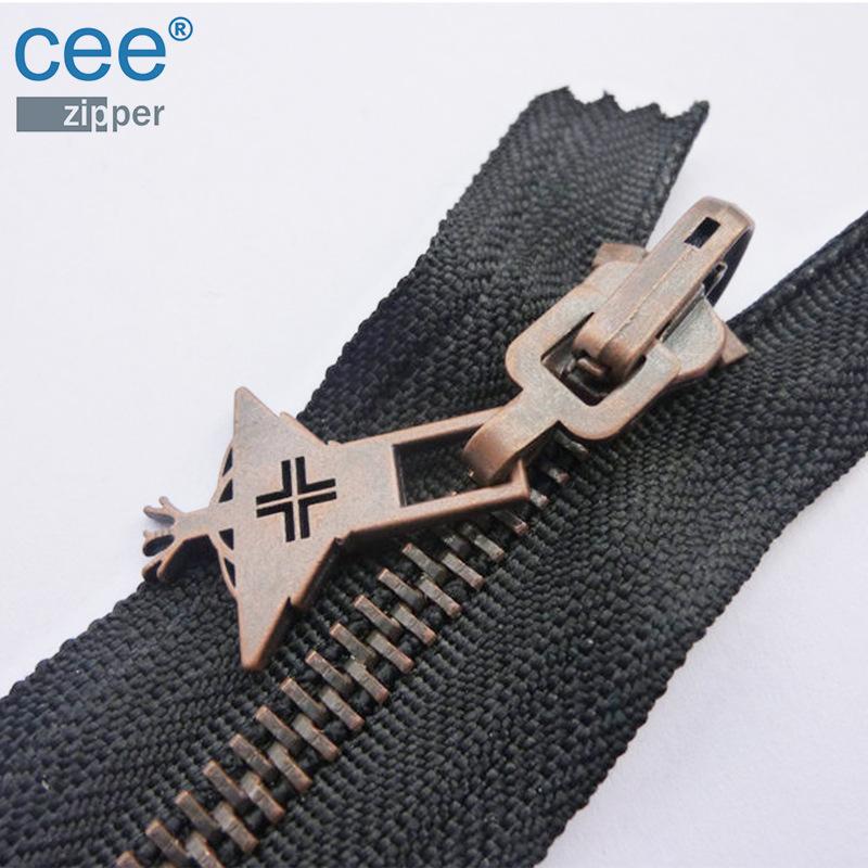 CEE Dây kéo kim loại Nhà máy bán buôn 5 # quay đầu mở đuôi kim loại dây kéo túi quần áo số 5 kim loạ