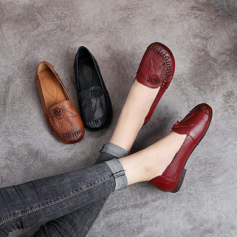 Giày bệt bằng Da mềm kiểu dáng cho phụ nữ trung niên .