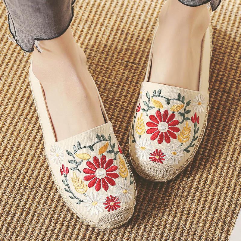Giày bệt bằng vải dệt thêu hoa phong cách đơn giản .