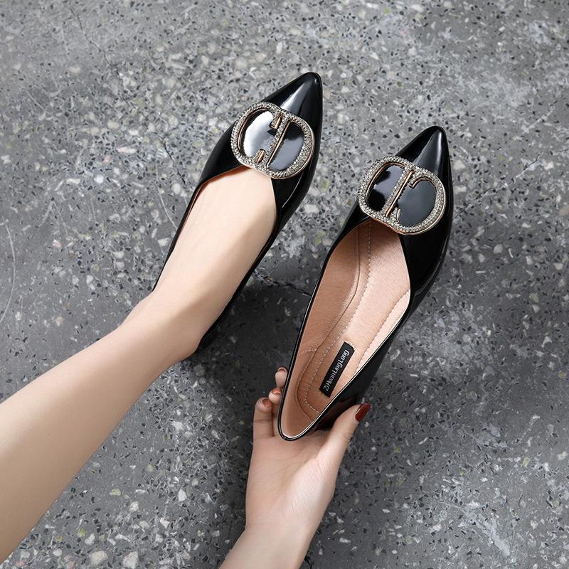 QFMY Thị trường giày nữ Giày nữ cỡ lớn 41-43 Giày đơn mùa hè Giày mới đế bằng nữ nhọn đế mềm đế mềm