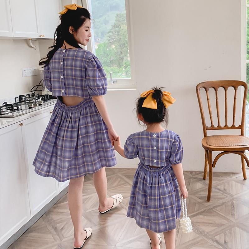 Áo thun gia đình Đầm dự tiệc mùa hè mới mẹ và phụ nữ Phiên bản Hàn Quốc của máy kẻ sọc lưng trần cao