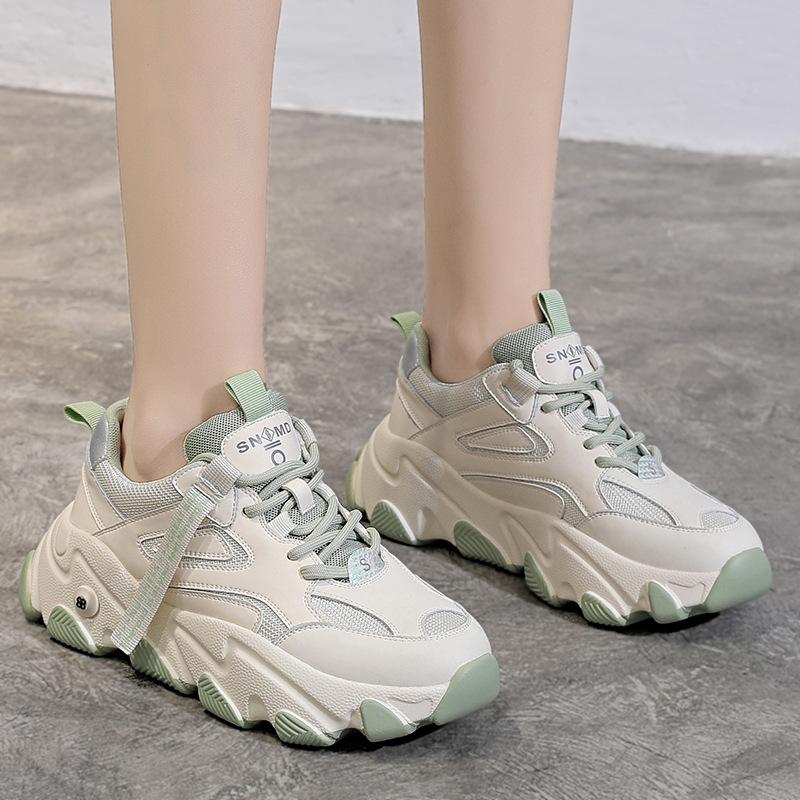 Giày thể thao kiểu dáng năng động cho bạn trẻ .