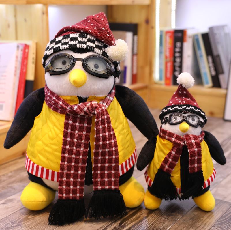 Đồ chơi gấu bông hình chim cánh cụt dễ thương .