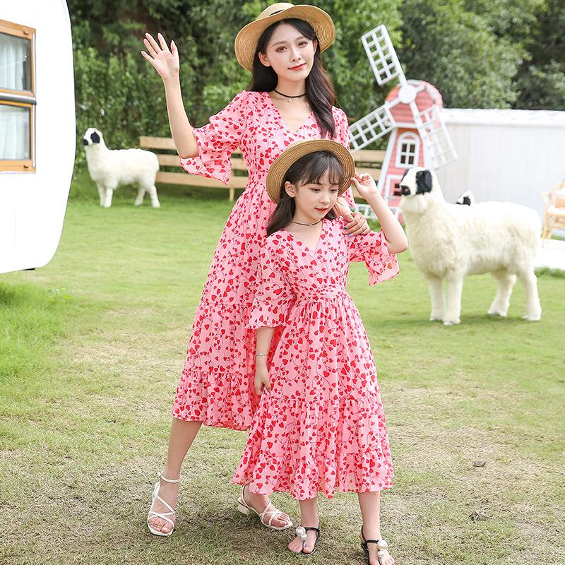 YUZAIYOU Áo thun gia đình Mùa hè 2020 mới áo dài cha mẹ trẻ em nước ngoài in voan đầm khí chất Slim