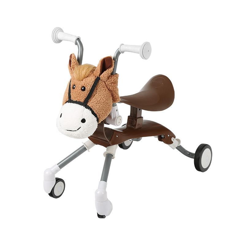 Xe nôi của trẻ em. Xe nôi của Mantis thuận theo chiếc scooter của trẻ em.
