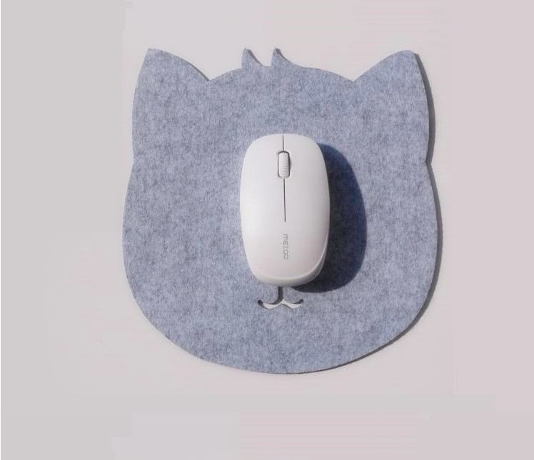 Cat-shaped felt mouse pad