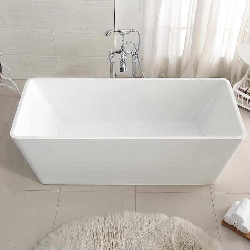 Bồn tắm một mảnh liền mạch acrylic kiểu dáng đơn giản .
