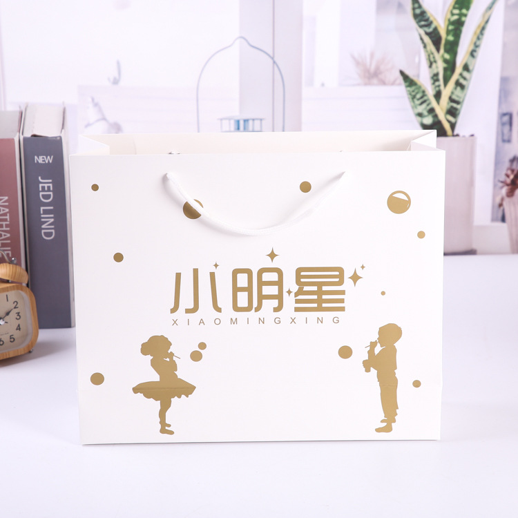 Customized paper bags Customized gift handbags White kraft paper clothing paper bags