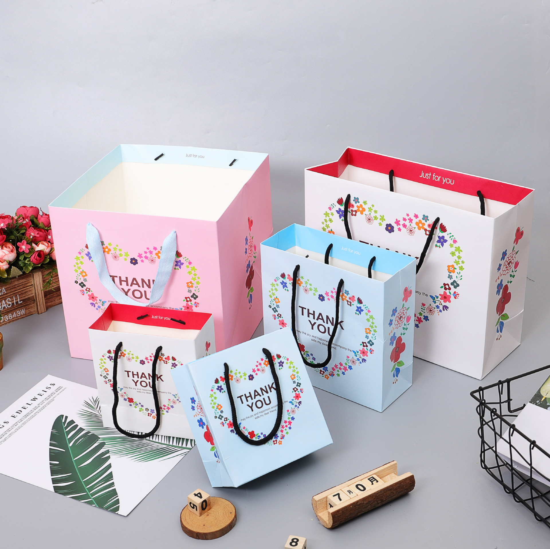 CHANGSHENG Exquisite advertising color gift tote bag custom white cardboard clothing shopping bag