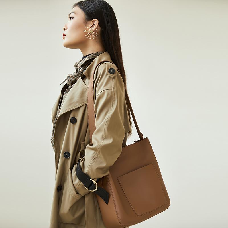 Túi xách nữ da bò mới kiểu đeo vai 1 bên hoặc đeo chéo .