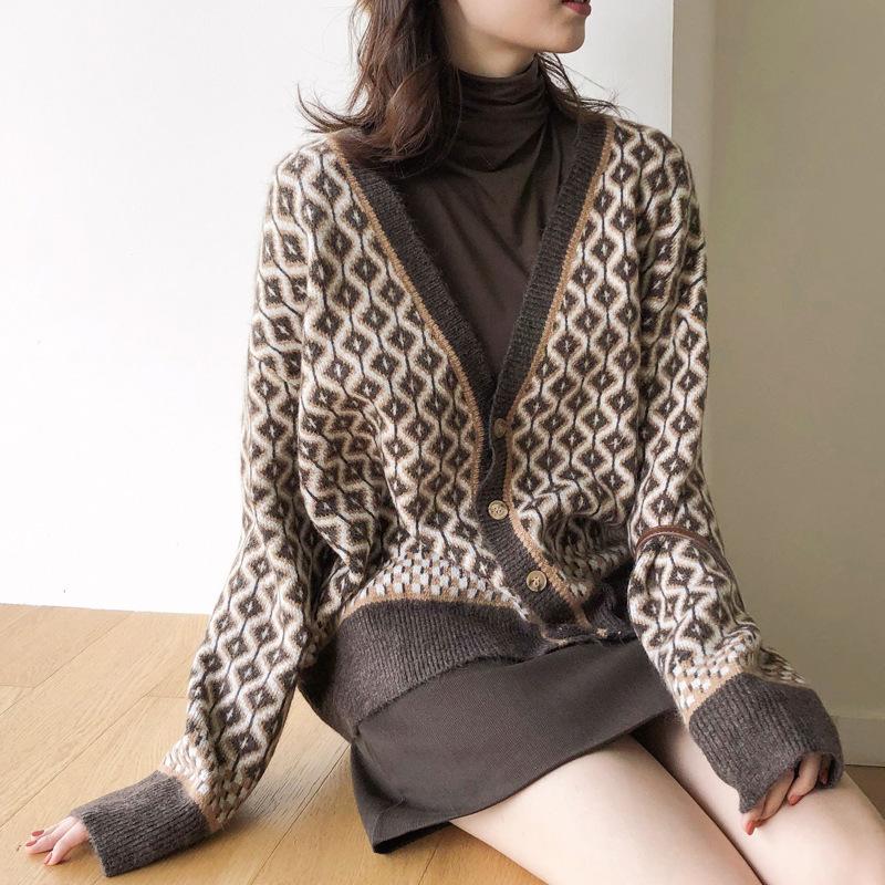 2020 fall new diamond plaid retro knitted cardigan sweater female Korean version loose lazy all-matc