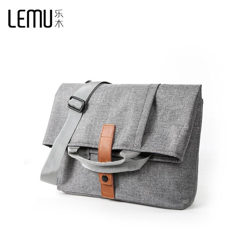 Túi xách vải đeo chéo có thể gập lại dễ dàng .