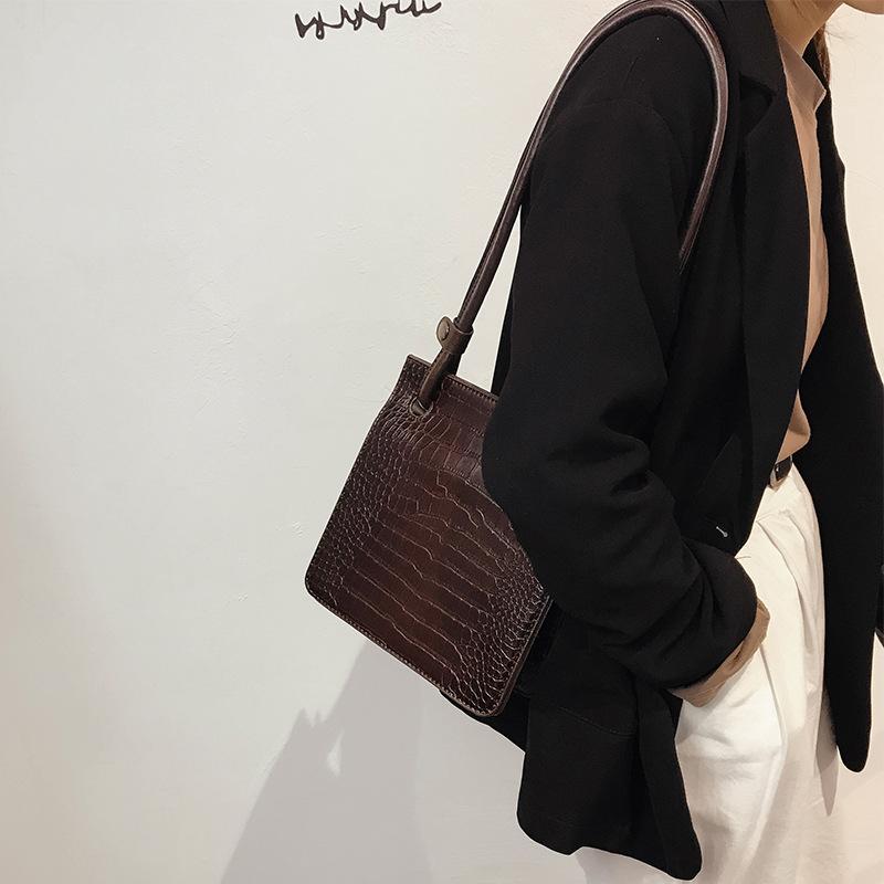Túi đeo vai kiểu dáng thời trang cho nữ