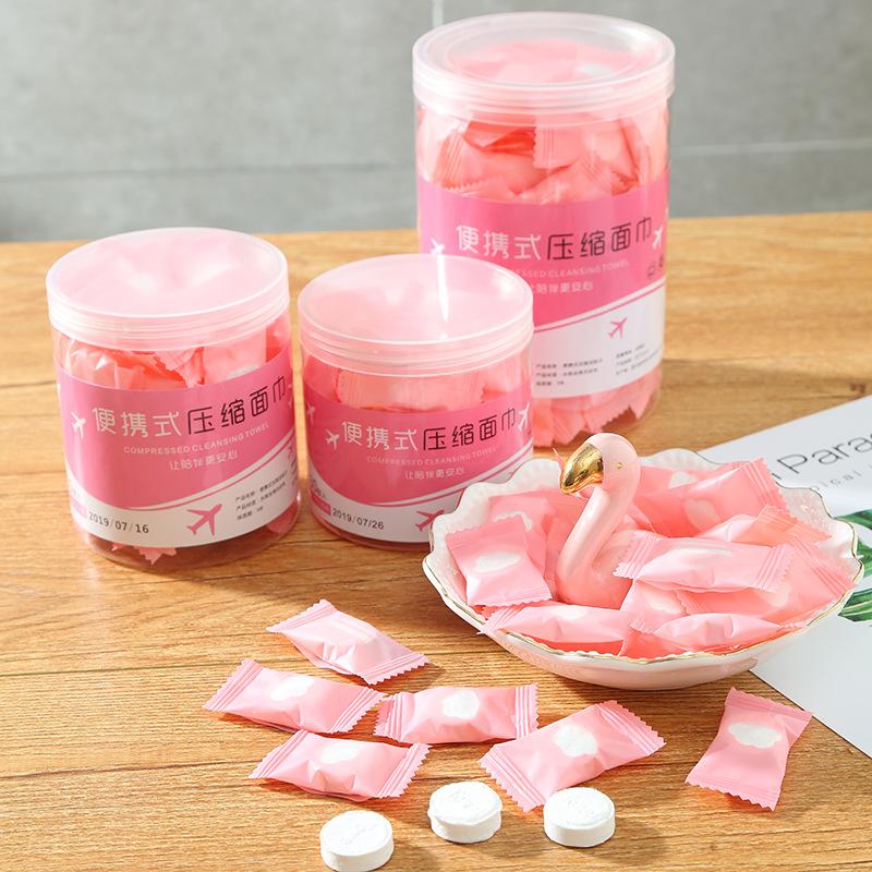 Khăn lau mặt dùng một lần loại đóng gói dễ sử dụng .