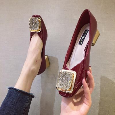 Giày cô dâu Giày đơn nữ 2020 mới của Châu Âu và Mỹ thời trang mũi vuông nông bằng sáng chế da dày gó
