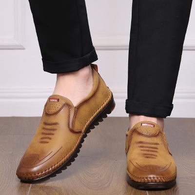 Giày mọi da lộn đế thấp cho nam giới .