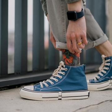 Giày vải xu hướng thể thao thời trang cho nam .