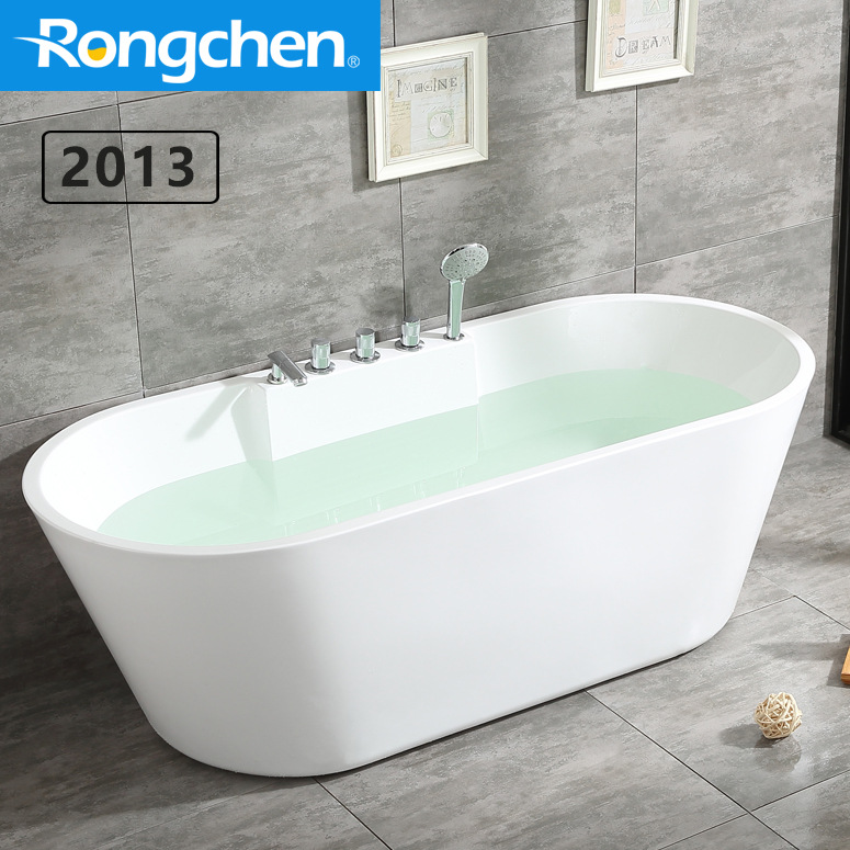 Bồn tắm acrylic liền mạch với thiết kế cạnh mỏng đơn giản .