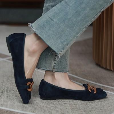 Giày búp bê đế bệt bằng da lộn cho phụ nữ .
