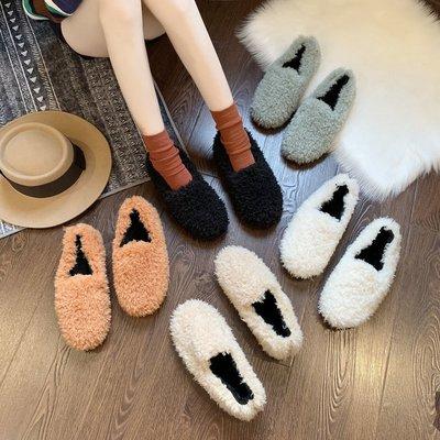 Giày mọi lông nhung giúp giữ ấm khi mùa đông.