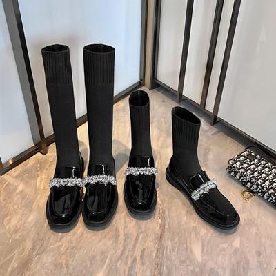 Giày lười bằng da bóng phối bốt tất ống cao dành cho nữ.