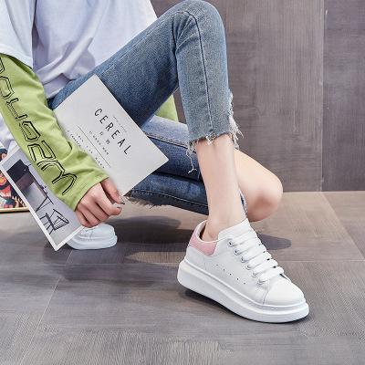 Giày thể thao McQueen microfiber màu trắng cho phụ nữ