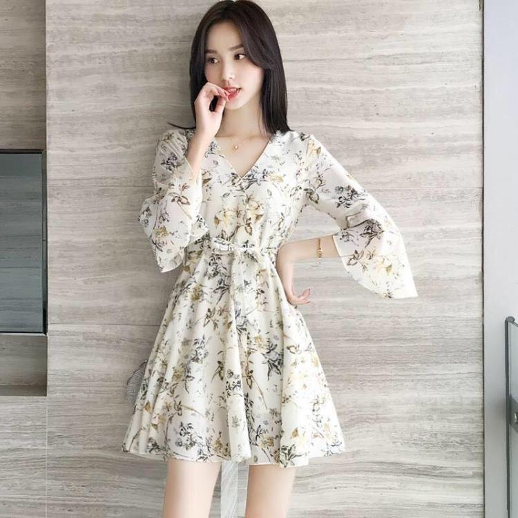 Super short Chiffon Dress spring / summer 2020 new small 150 floral French minority V-neck super fai