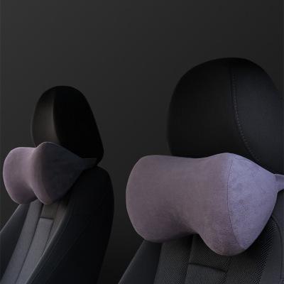 Gối tựa cổ và đầu dành cho xe hơi giúp bạn thoải mái khi lái xe .