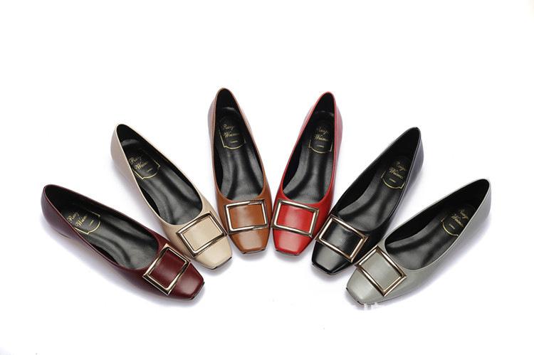 Giày búp bê thời trang với chất da mềm dành cho nữ .