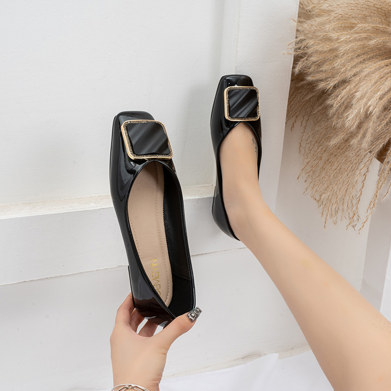 Giày búp bê da kiểu mũi giày vuông sang trọng cho nữ .