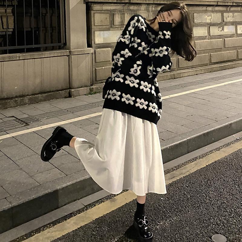 Set chân váy + áo len tay dài phong cách dễ thương cho bạn nữ