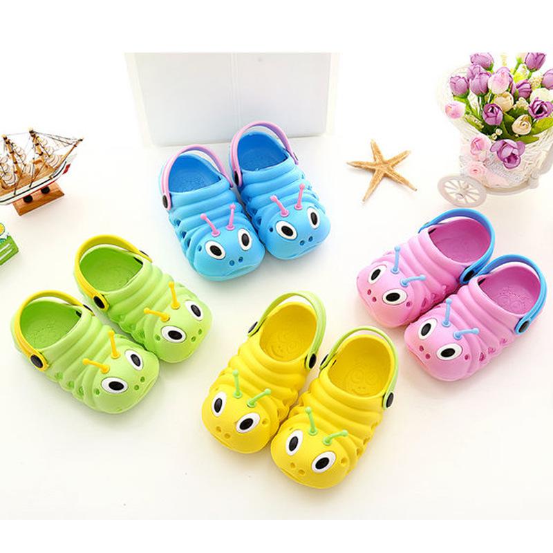 Giày nhựa chống trượt chống thấm kiểu dáng dễ thương cho bé