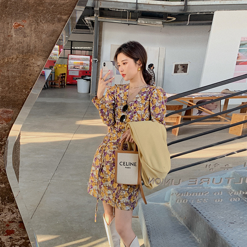 2021 early spring new French retro v-neck floral dress with waist and thin long skirt women's sprin