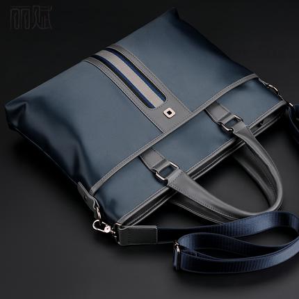 Túi xách đựng máy tính xách tay chất liệu vải Oxford .