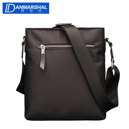 Túi xách đeo vai kiểu dáng thời trang cho nam .