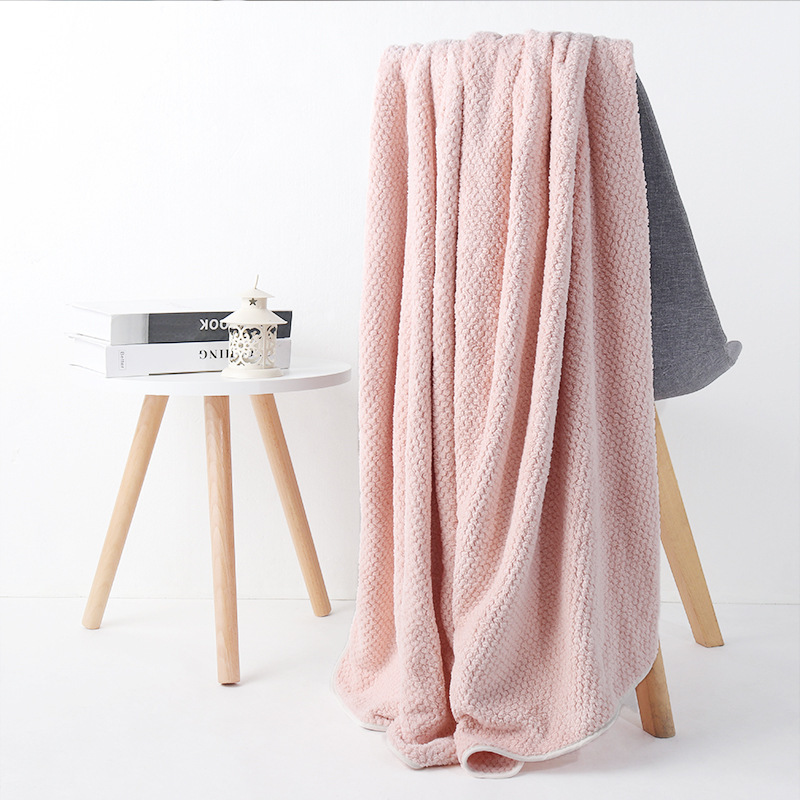 XUZHU Pineapple grid bath towel thickened, soft, absorbent and non-linting multifunctional coral fle