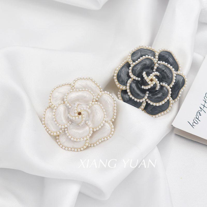 XIANGYUAN Camellia pearl brooch female high-end European and American silk scarf buckle retro corsag