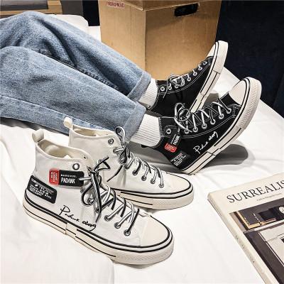 Giày vải cao cổ thể thao hợp thời trang cho giới trẻ .