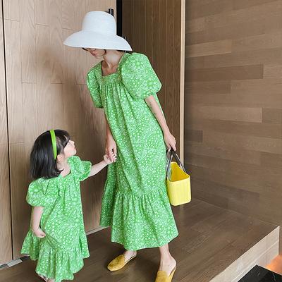 Phụ huynh mặc cho con mùa hè 2021 cô gái Hàn Quốc mới cổ áo vuông váy phong cách kỳ nghỉ mẹ và phụ n