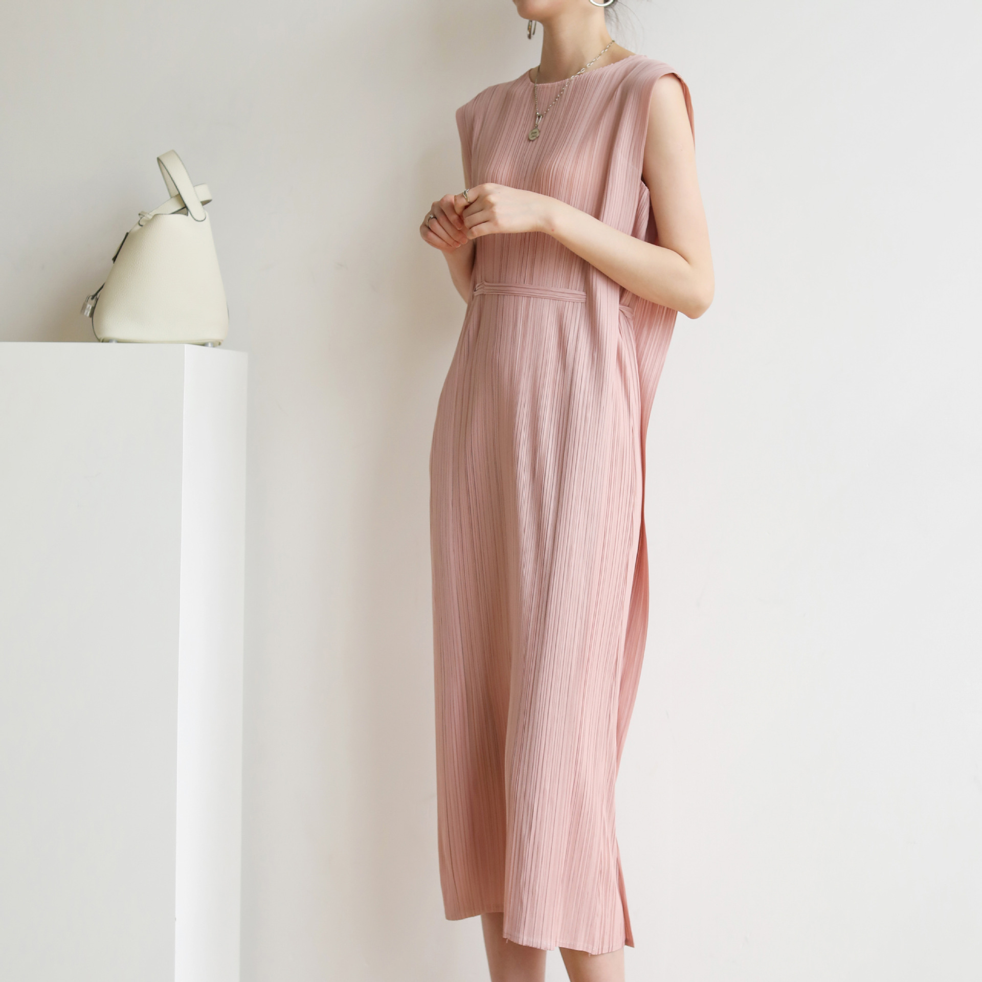 Ins wind Miyake pleated PP mid-length dress, Western style was thin, slim temperament lace skirt