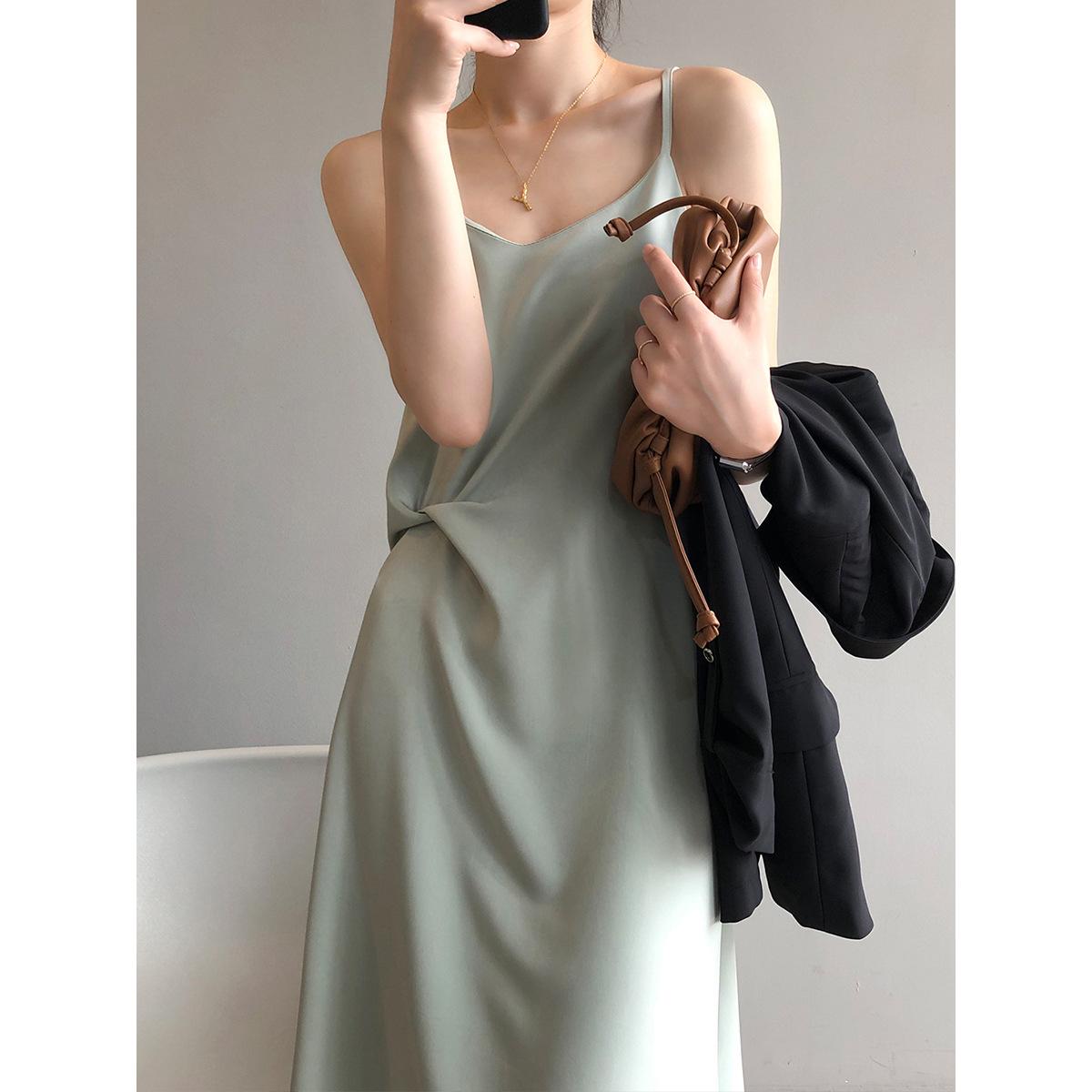 Yanshuang French Retro Sling Dress Women's Fall 2021 Satin Thin Strap Mid-length Skirt