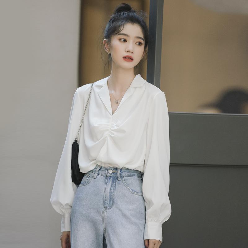Retro Hong Kong style suit collar white shirt design sense niche folds salt temperament Han Fan loos